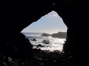 Cavernas com petrogrifos em Ana Kai Tangata