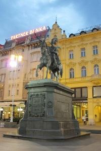 Escultura de Ban Jelacic, principal praça da cidade