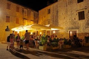 Stari Grad à noite, restaurantes aconchegantes
